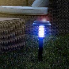 InnovaGoods Solárny svetelný lapač hmyzu na záhradu SL-700