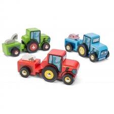 Traktor drevený malý
