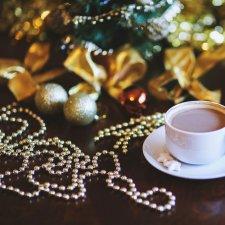 Vianočná dekoračná reťaz z perál - strieborná / zlatá farba - 3 m